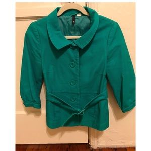 Green jacket with collar and belt tie